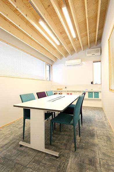 オフィス コーディネート:WHAIS 設計監理:スタジオソイ一級建築士事務所 設計:オオカワ建築設計室