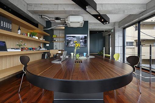 ミルフィウッドを使用したオーダーメイドテーブル 設計:M.A.O.1級建築士事務所